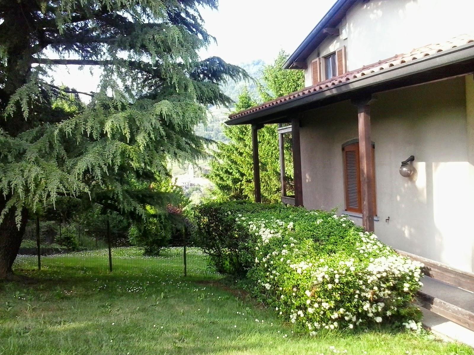 Casa con due appartamenti, taverna/office e parco a Scanzorosciate Tribulina
