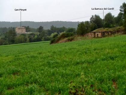 Can Pinyot i la Barraca del Conill des del camí a la Caseta de Lluçà