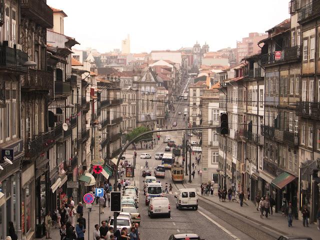Rua Clérigos, junto a la famosa Torre de los Clérigos
