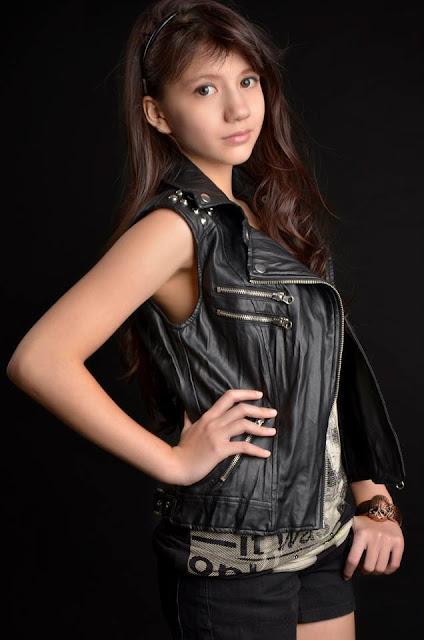Kumpulan Foto Cassandra WINXS Cantik baju hitam