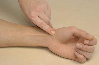 пальпация бугорка ладьевидной кости tuberculum ossis scaphoidei.