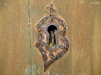 Detall del pany de la porta de la capella de Sant Jacint