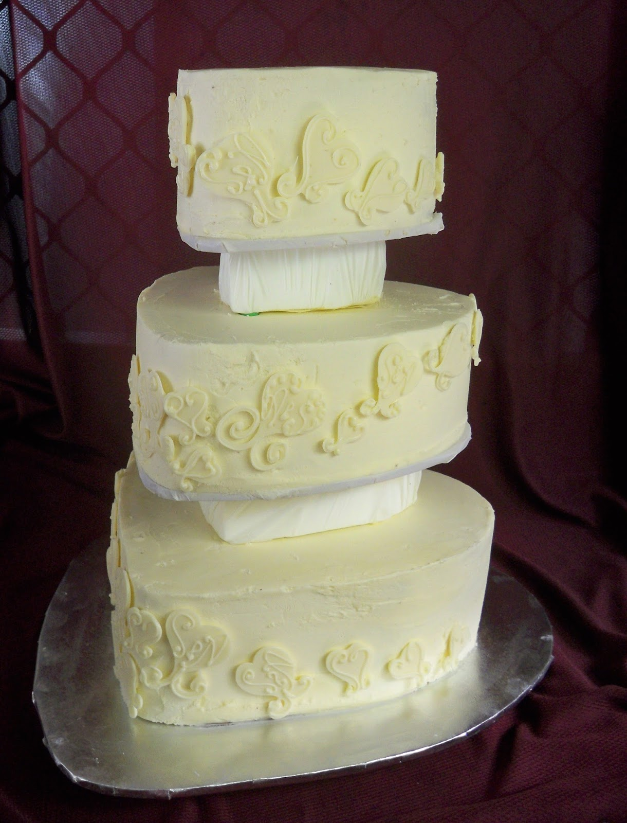 Romantic white chocolate wedding cake | Elisabeth\'s Wedding Cakes