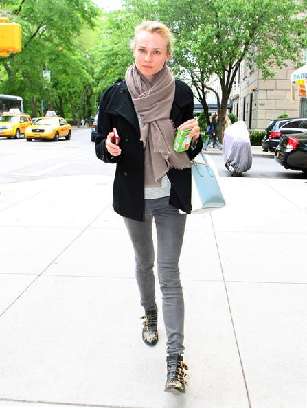 http://3.bp.blogspot.com/-uhzplNxCeq8/T7FoQ_sTKDI/AAAAAAAABaM/J06INF740aw/s1600/Diane+Kruger+-+chloe+boots.jpg