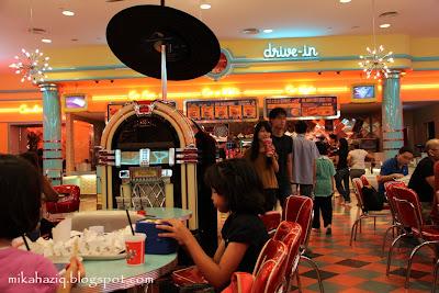 universal studios halal food singapore