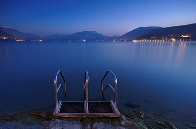 Photo of Annecy lake at blue hour
