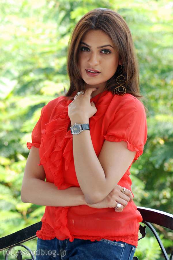 Aditi Agarwal Hot Stills