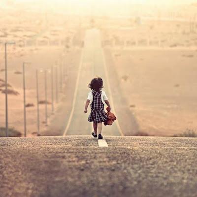 Daqui a pouco vou viajar bem pra dentro de mim. Vou para São José do Calçado (ES), a cidade onde nasci. Vou viajar até minha infância. Aos 12 anos mais felizes de minha vida. Andar por minhas ladeiras. Parando sempre para rever velhas e queridas saudades. Sentar na minha praça e voar... Livre como só correndo nela fui. Vou fazer a mais bela das viagens: vou viajar ao meu coração.