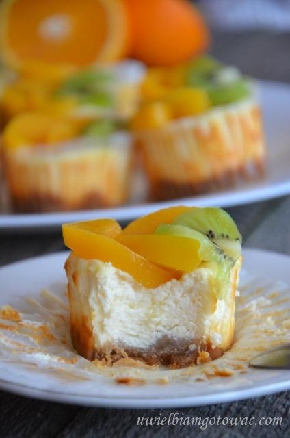 Mini serniczki z owocami