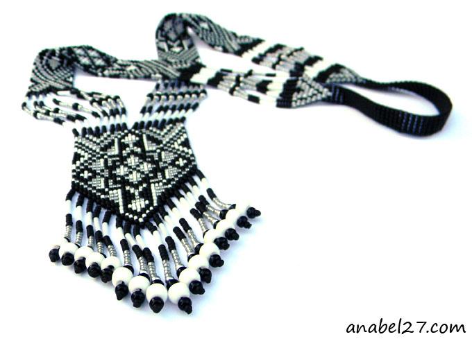 гердан гайтан этническое украшение из бисера серебристый черный белый.