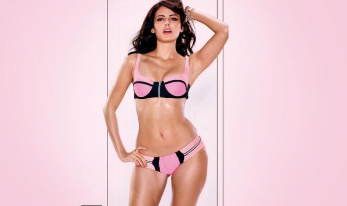 mandana karimi in pink bikini