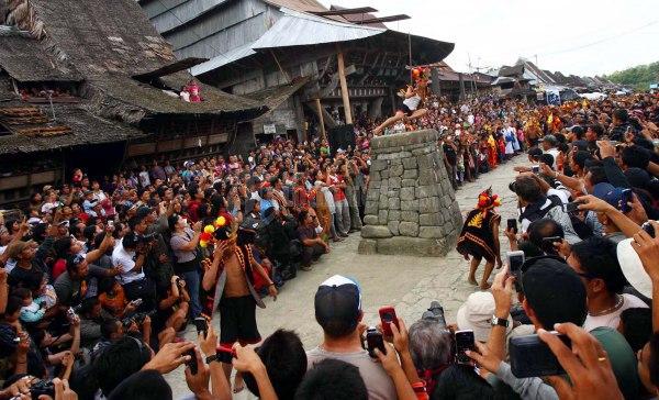 Mengenal Tradisi Hombo Batu Di Pulau Nias