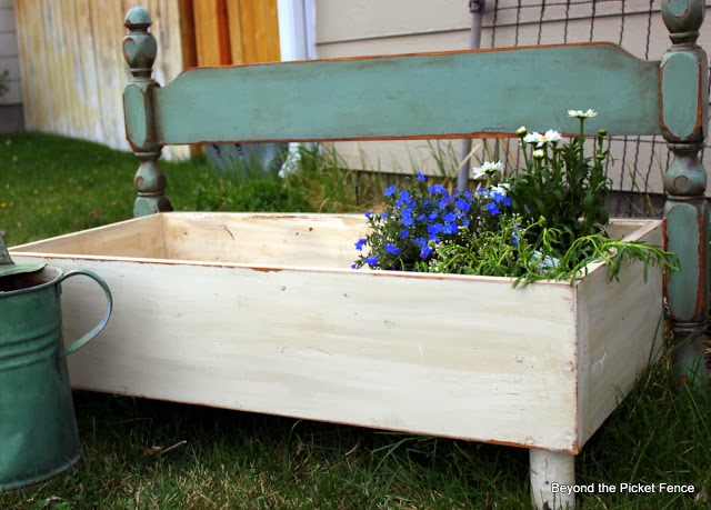 repurposed drawer ideas http://bec4-beyondthepicketfence.blogspot.com/2014/03/projects-galore-with-drawers.html
