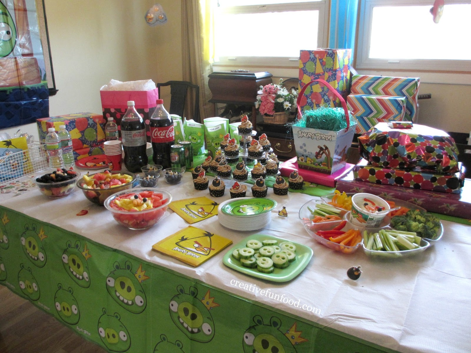 Kids Dinner Party Ideas Part - 18: Creative Food Angry Birds Birthday Party Ideas