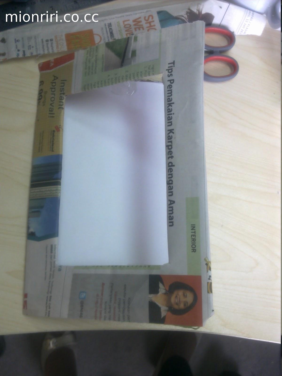 Rekatkan sisa kertas yang belum tertempel dengan isolatip ke bagian ...