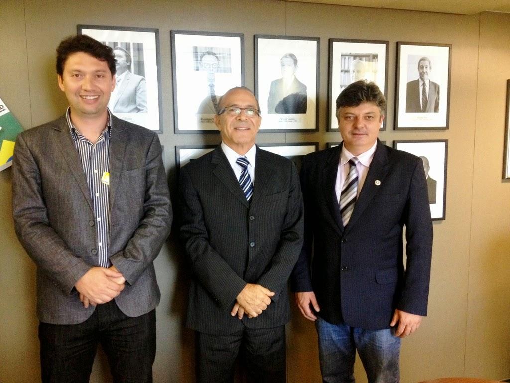 Deputado Eliseu Padilha recebe prefeito de Liberato Salzano, Gilson de Carli