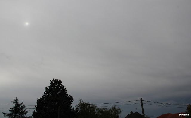 Ciel noir de matin vers le Sud.