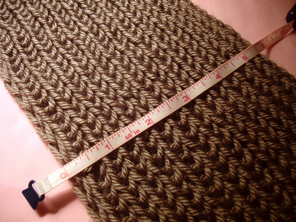 Round Loom Knitting Scarf Patterns : Gatuxedo - A Blog About Stitching: Infinity Scarf with Knitting Loom (basics)...
