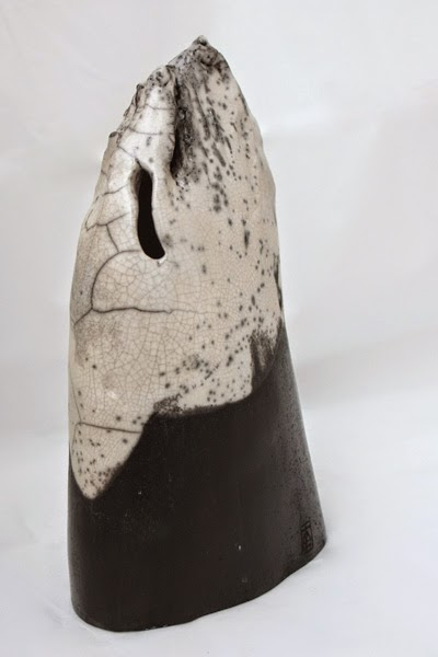 Sculpture en grès (cuisson raku) de Xinnan Deng