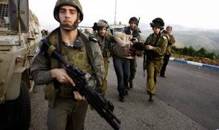 Tentara Israel tangkap warga Palestina (foto AP)