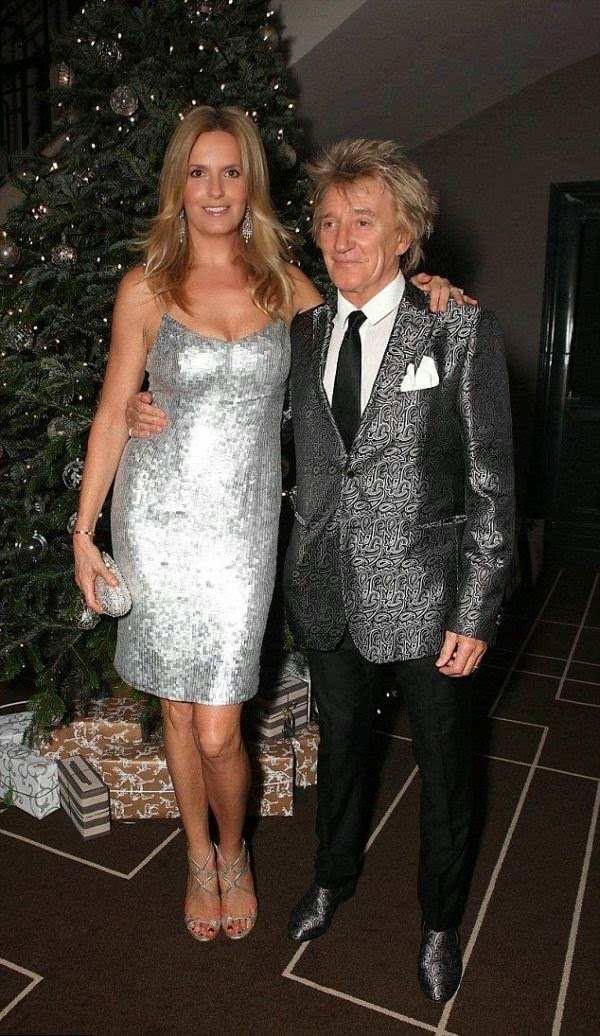 It's her ideal style! Show those magnificent legs off and bejewelled her anatomy into the right art.  So when it came to choosing an outfit, Penny Lancaster opted her way to more suitable during the charity at the Rosewood Hotel in London on Wednesday, December 2, 2014.
