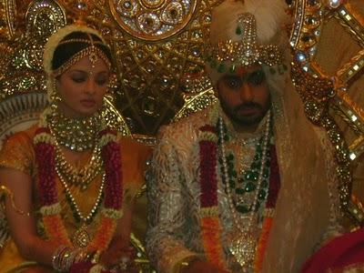 Bollywood clothes aishwarya rai wedding dress for Aishwarya rai in her wedding dress