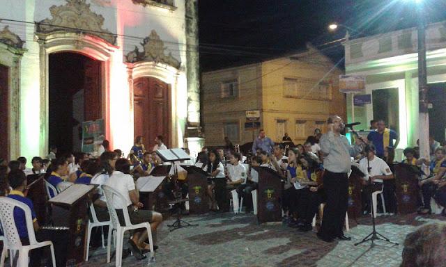 http://www.blogdofelipeandrade.com.br/2015/11/imagem-em-destaque-o-canto-da-curica.html