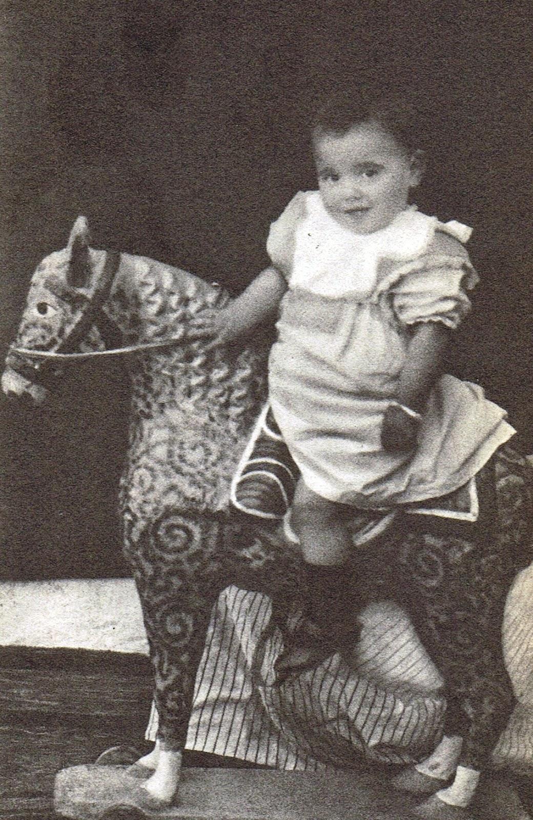Lorca el día de su primer cumpleaños