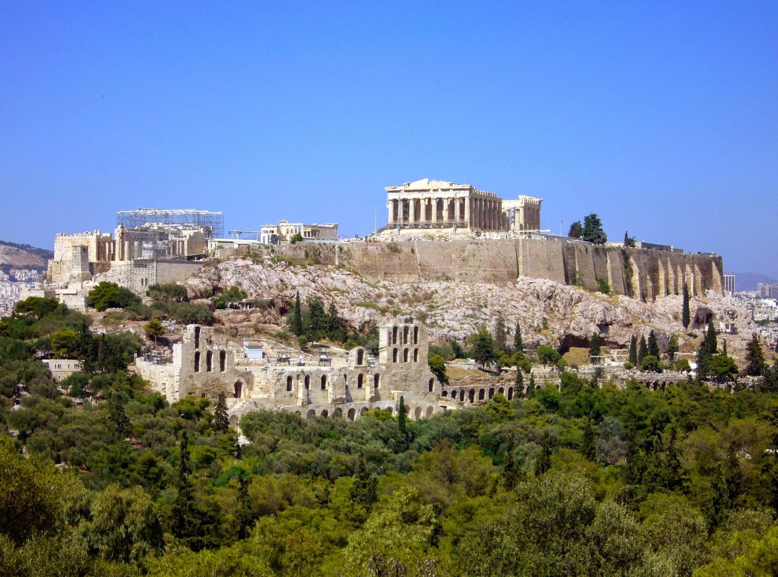 La Acrópolis de Atenas, conocida como «la roca sagrada», es la joya de la  Grecia clásica. Sus templos han maravillado al mundo durante siglos y han  dejado ...