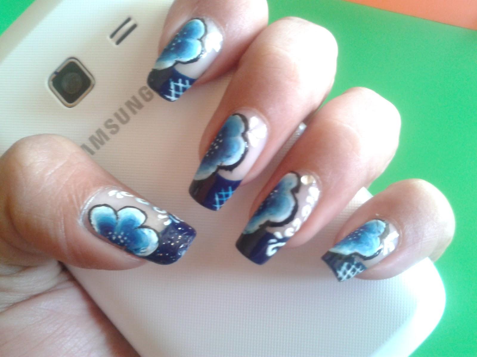 Flower nail art 2013