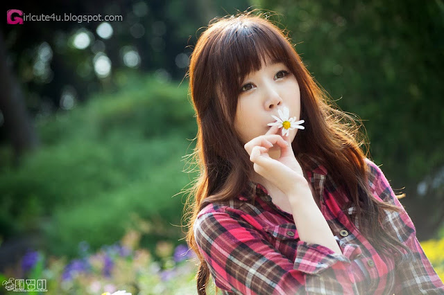 1 Hong Ji Yeon outdoor - very cute asian girl-girlcute4u.blogspot.com