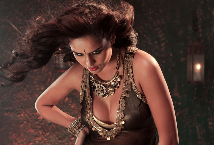 nathalia kaur from department movie, nathalia kaur cute stills
