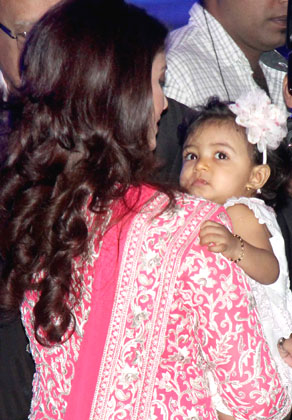 Aishwarya Rai and her daughter Aaradhya Photos