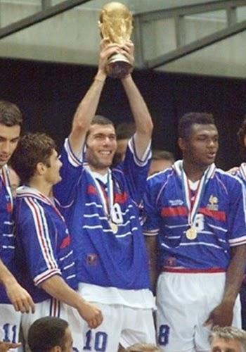 Zidane com a taça da copa do mundo 1998