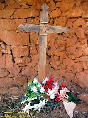cruz-madera-cementerio-val-sabina-ademuz