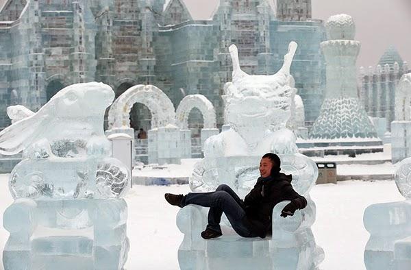 صور متميزة وساحرة من مهرجان الجليد والثلج h41.jpg