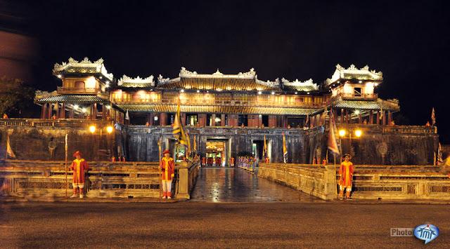 Cho thuê xe ở tại Huế- Cổng Ngọ Môn