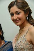 Sayesha saigal latest glamorous photos-thumbnail-1