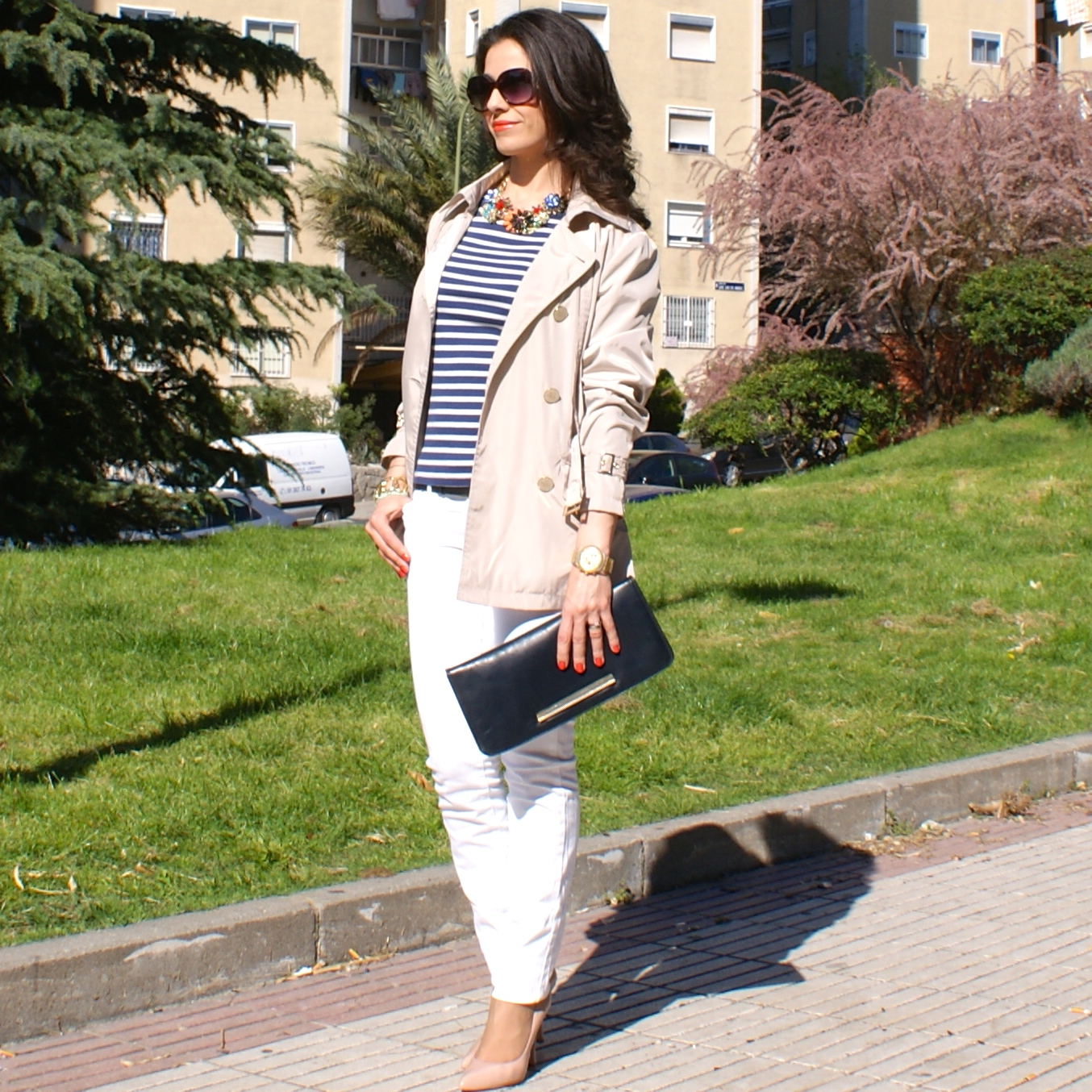 trench and navy, gabardina y rayas marineras