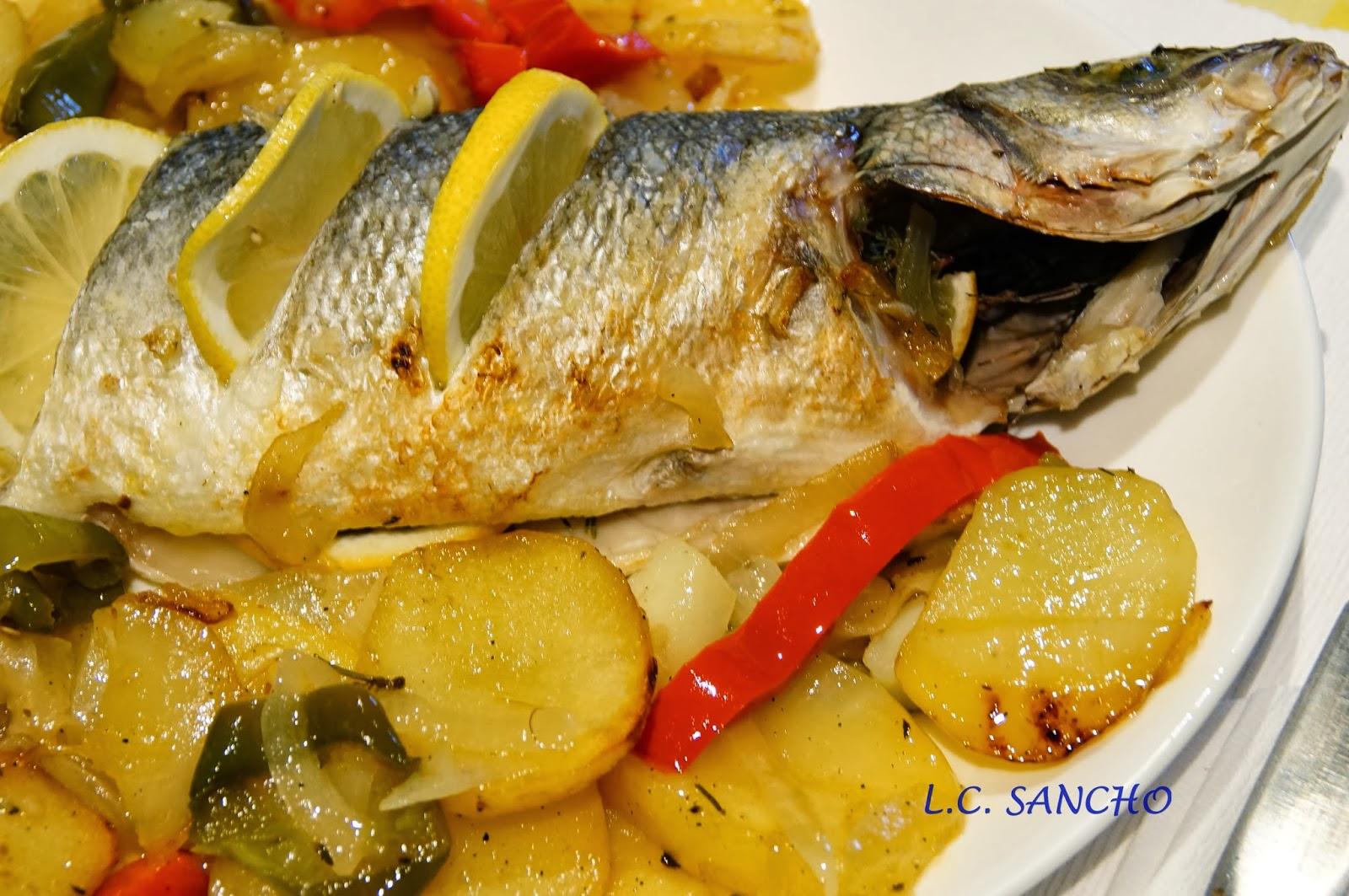 Con mar a en su cocina lubina al horno con patatas panaderas - Patatas pequenas al horno ...