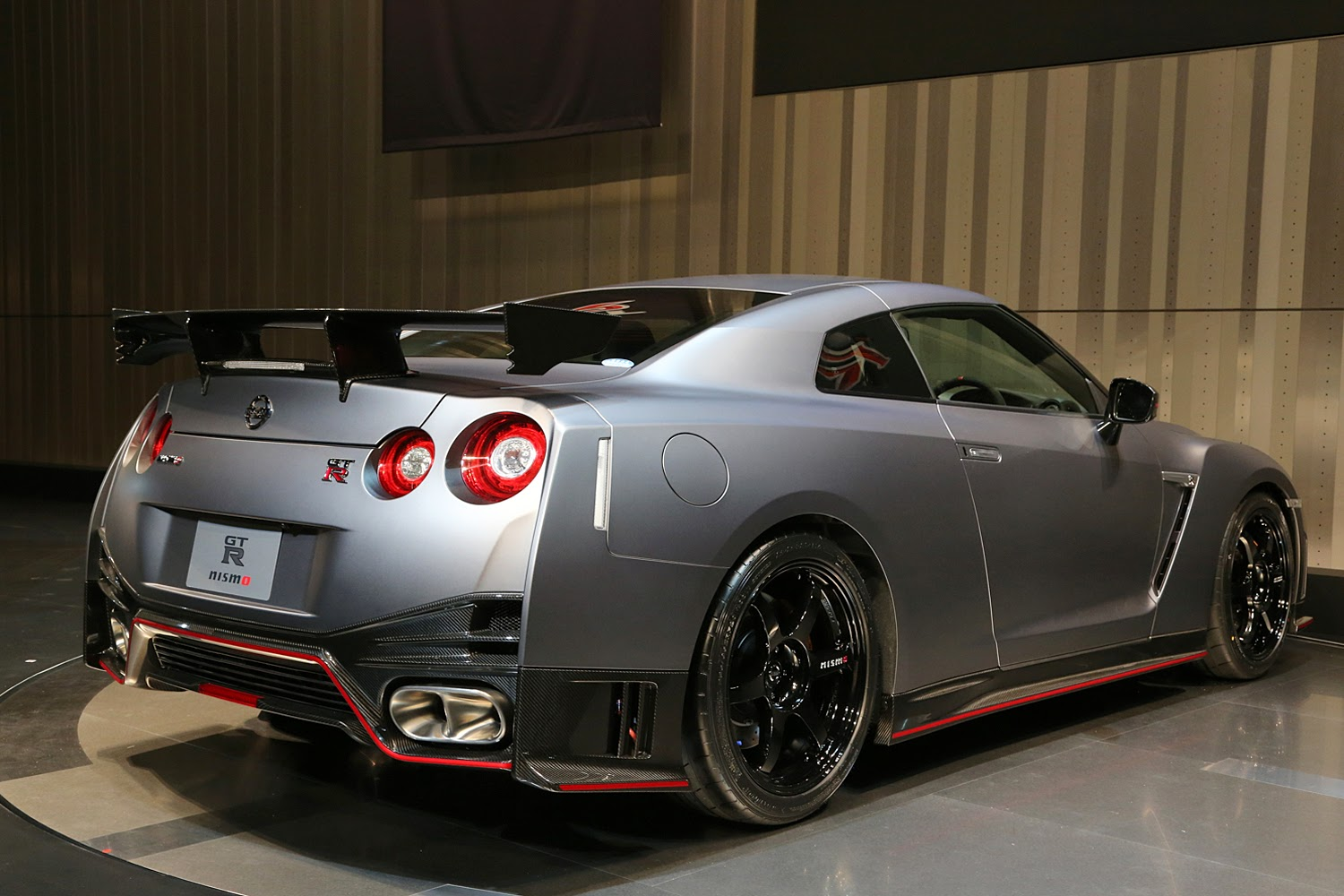 exciting cars nissan gt r nismo godzilla on steriods. Black Bedroom Furniture Sets. Home Design Ideas