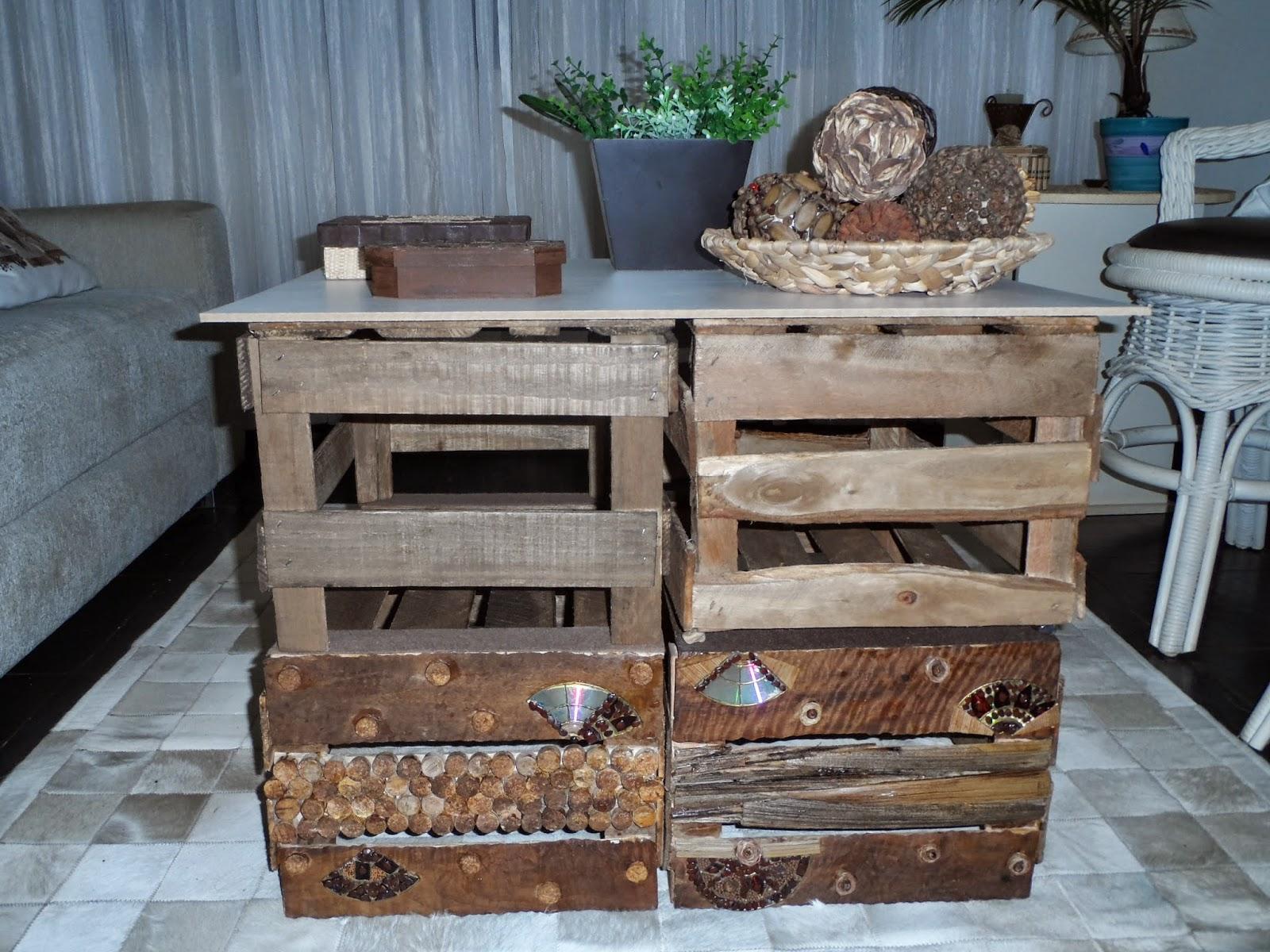 Sabem aqueles caixotes de madeiraque sobram em estabelecimentos  #7B5F4B 1600x1200