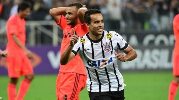 Jadson definiu a vitória do Corinthians e questionou as novas reclamações