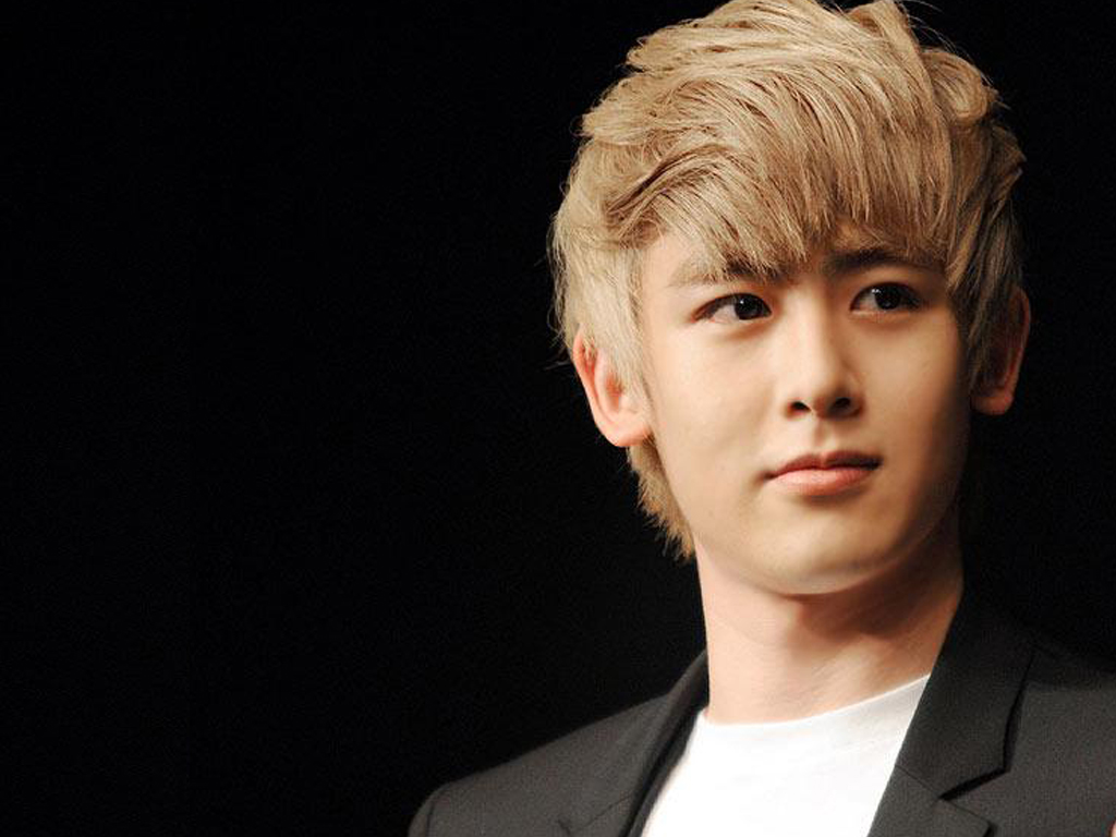 nichkhun horvejkul Nichkhun horvejkul nichkhun is a member of the six-member-strong south korean band 2pm while studying in the united states of america in 2005, he was encouraged by a korean friend to visit the korean music festival in los angeles, where an entertainment agent happened to be conducting an audition.