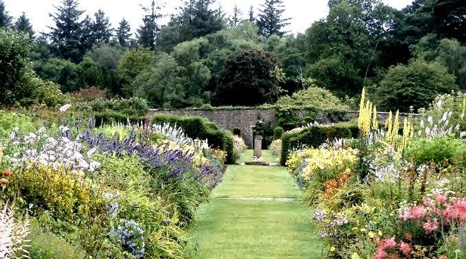 Dis european garden art spring 2014 jekyll and lutyens for Herbaceous border design examples