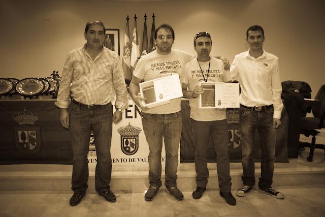 JA Corsino entrega de trofeos, en centro a la derecha