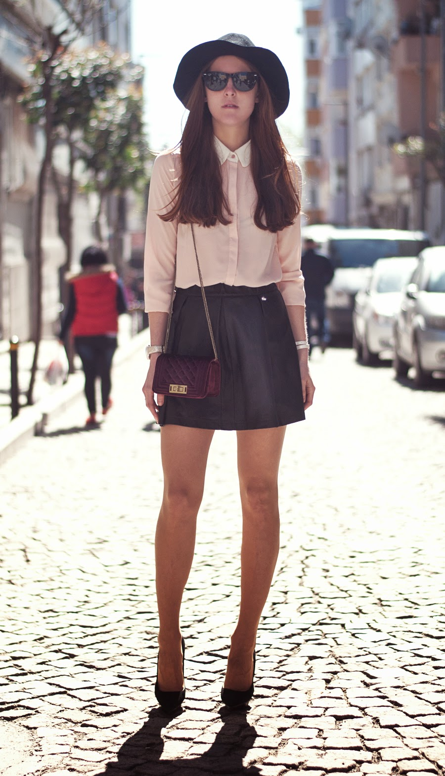 istanbul streetstyle, russian fashionblogger , leather skirt outfit , fedora outfit , mango heels , pink blouse outfit , ray - ban sunglasses
