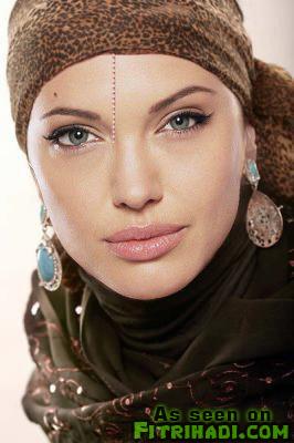 gambar angelina jolie pakai tudung litup muslimah