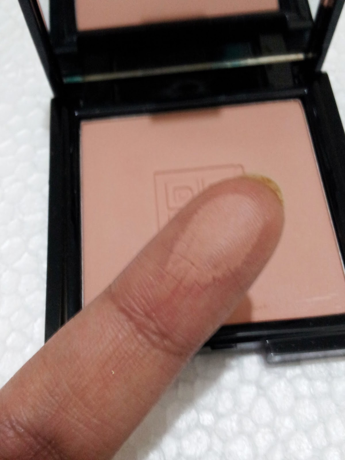 Dmgm Even Complexion Compact Powder 04 Early Tan Review Photos Revlon Touch And Glow Face 43 Gr Swatched