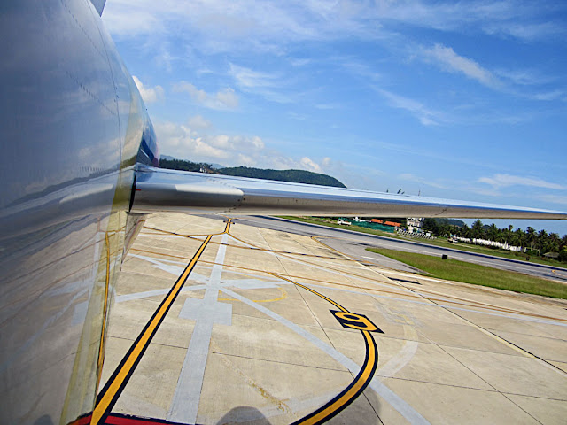 aircraft tail photo